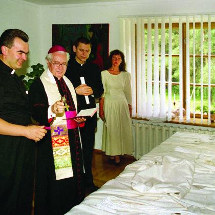 1996 Bažnyčios konsekracija